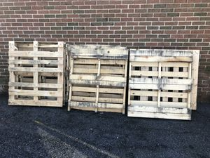 Wood pallets free gratis for Sale in Olney, MD