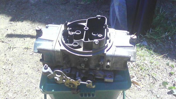 600 cfm double pumper Holley carb for Sale in Oakland, CA - OfferUp