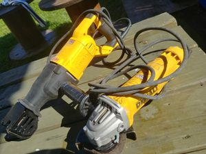 Saw saw. And grinder. Perfect condition for Sale in Saint Cloud, FL