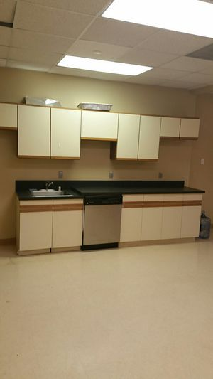 Kitchen cabinet used for Sale in Chantilly, VA