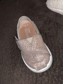 Toddler girl Toms Thumbnail
