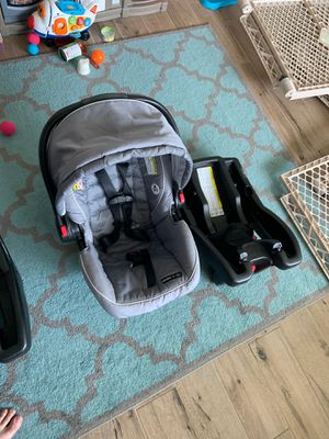 Photo Graco Snugride 35 car seat with car adapter
