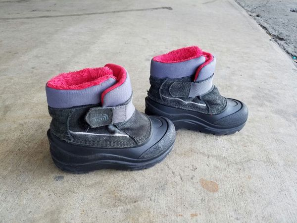 8268a2825 Kids North Face boots. for Sale in Blaine, MN - OfferUp