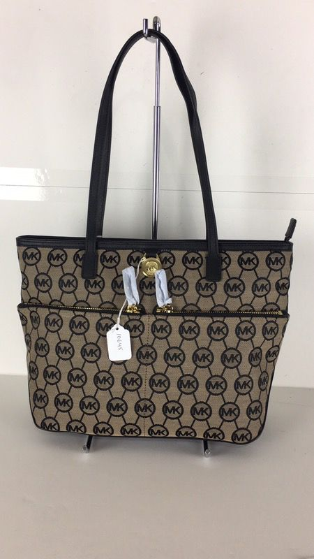 b09a858ea55600 NWT Micheal Kors Kempton 38F5GKPT2Q MD pocket Tote 10645 for Sale in Plano,  TX - OfferUp