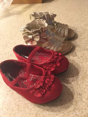 Like new Red and gold toddler girl shoes Size 4 for Sale in Miami, FL