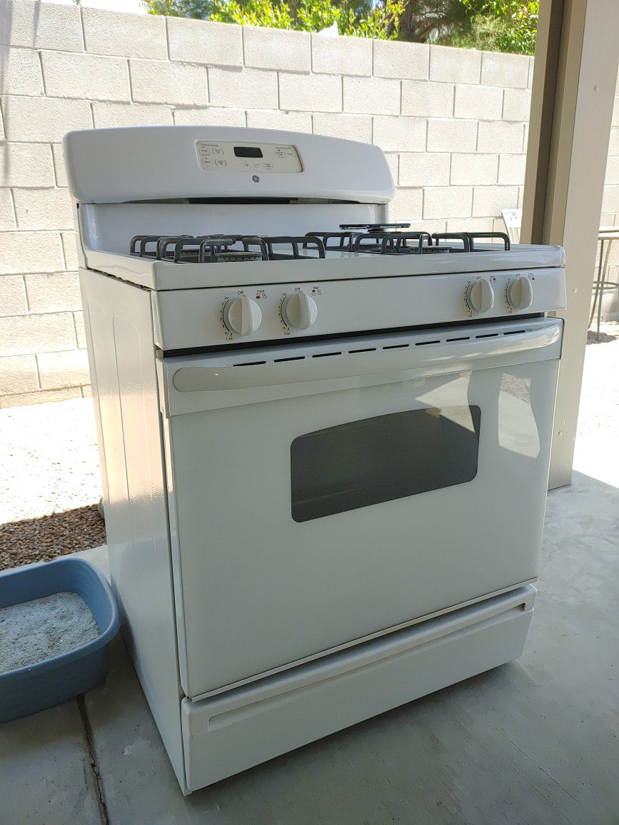 General Electric (GE) gas stove (No Delivery)