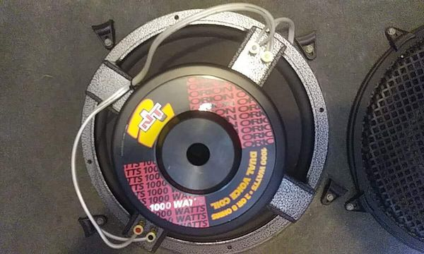 i have two old school 2 nt orion 15inch 1000 watt subwoofers  2 or 8 ohms  dual  voice coils  in good conditions  hits really hard  asking 250$ or be