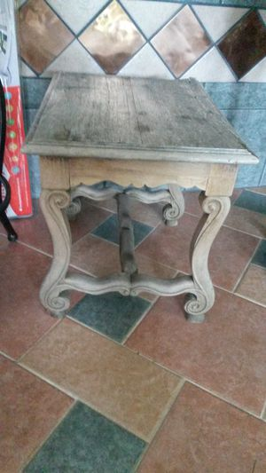 Solid wood vintage end table for Sale in Silver Spring, MD