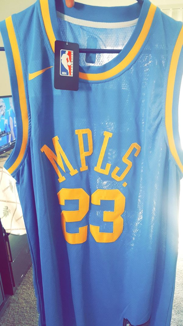 MPLS Lakers LeBron James jersey sz XL. for Sale in Albuquerque ee7fa5564