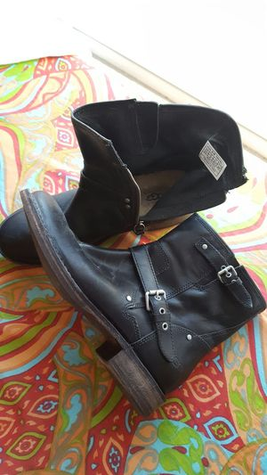 UUG Shearling lined Moto Boots Size 9 for Sale in Boston, MA