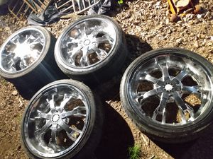 Photo 20 inch 5 lug universal wit new tires