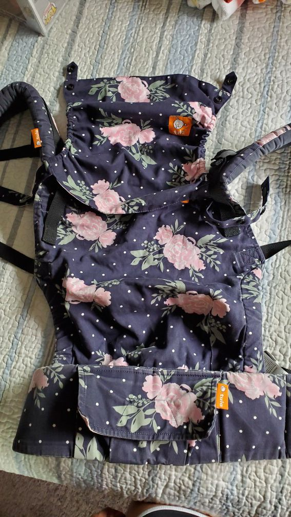 Tula Baby Carrier ( Free to Grow) Blossom print