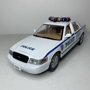 Photo NEW Large 2007 NYPD Police White Ford Crown Victoria Cop Patrol Car Sedan Toy Diecast Metal Model Scale 1/24 1:24 124 911 Emergency Rescue with Siren