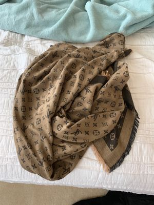 Louis Vuitton Shawl/Scarf cachemire & silk for Sale in South Riding, VA