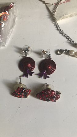 BUNDLE OF RED HATS JEWELRY/keychain /charms Thumbnail