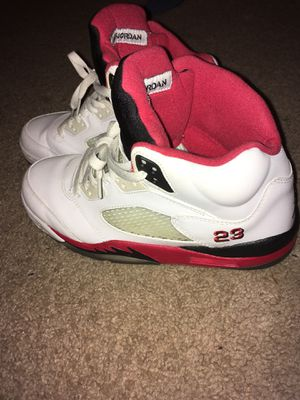 Fire red 5's size 9 for Sale in Alexandria, VA