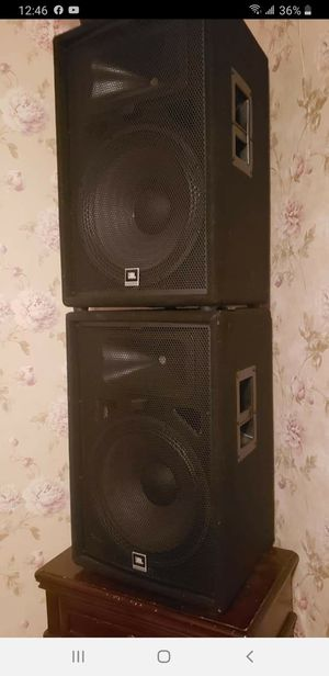 Photo JBL speakers and power mixer Yamaha