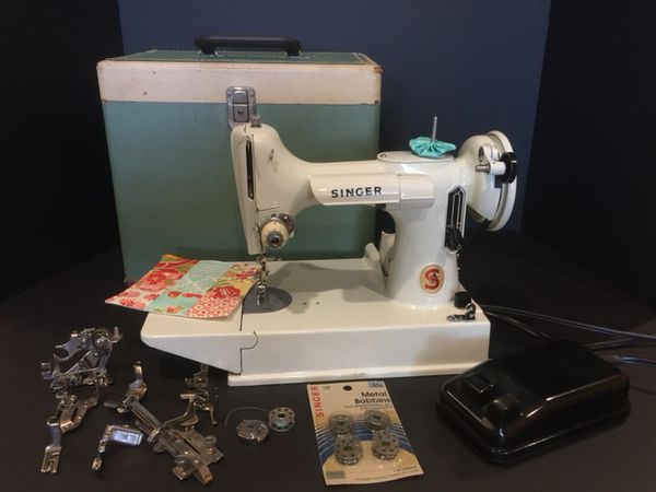 White Singer Featherweight 221K Sewing Machine for Sale in Chandler ... 340a816ee3c4