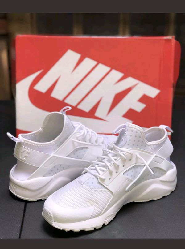 219bfbca0059 Men s Nike Air Huarache size 9 for Sale in Medford