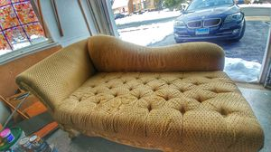 Used luxury clasic couch for free. Never met pet for Sale in Sterling, VA