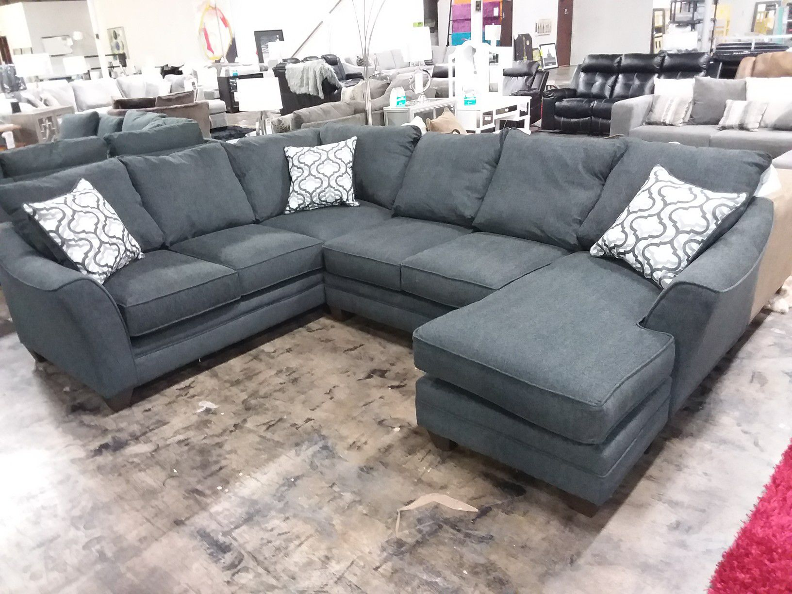 SLATE XL SECTIONAL SOFA WITH ACCENT PILLOWS