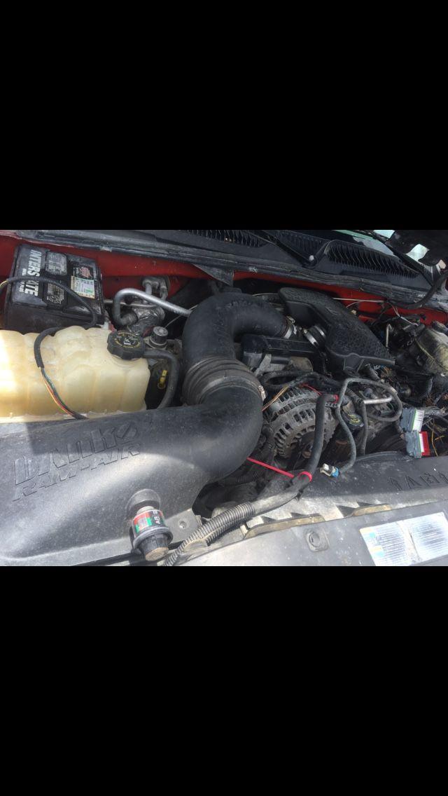 2005 GMC Sierra 2500 HD crew cab 4x4 duramax Allison parts truck parting out