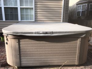 Jetted Hot tub - fits upto 4 ppl in a good condition for Sale in Germantown, MD