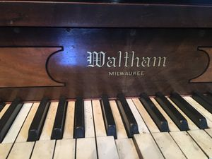 Waltham Milwaukee self playing piano with over 350 song rolls for Sale in Washington, DC