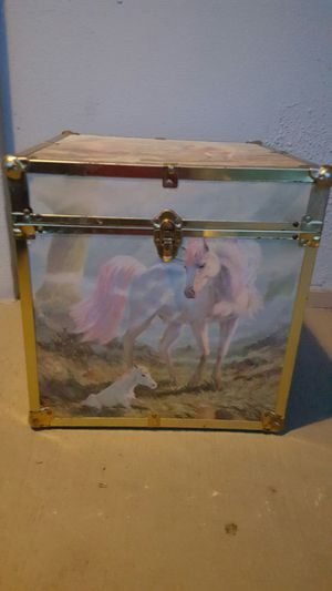 Small childrens trunk for Sale in Tampa, FL