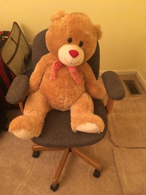 Office desk rolling computer chair for Sale in Frederick, MD