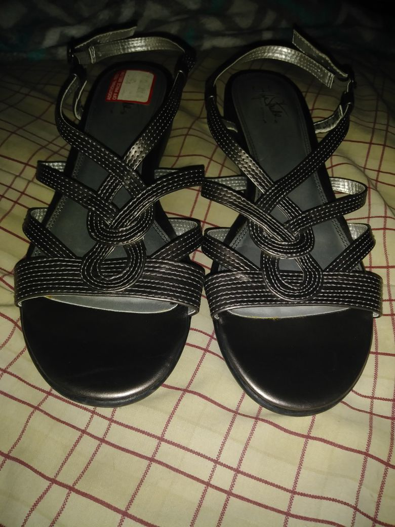 Life Stride brand sandals size 11 never worn