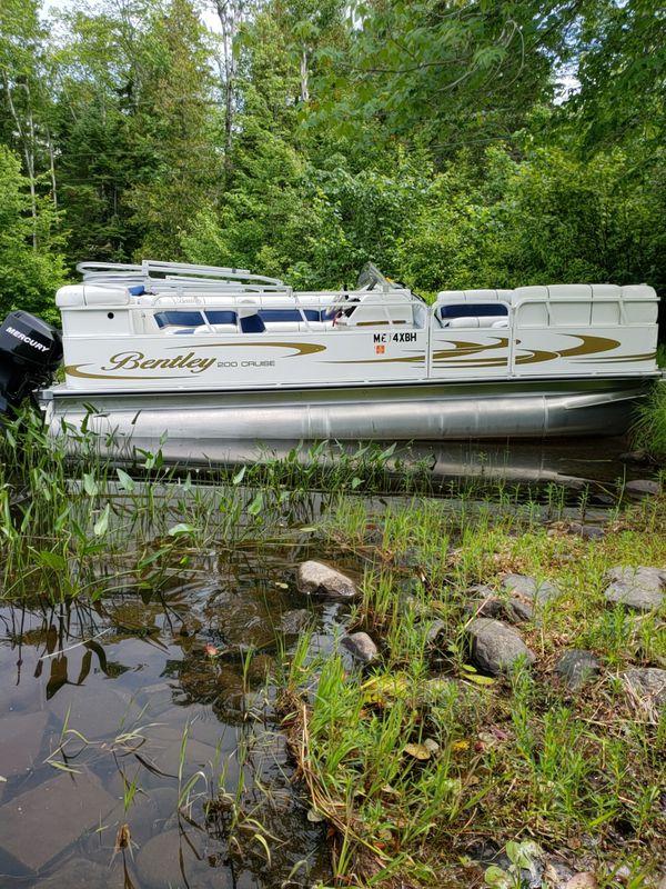 Pontune boat