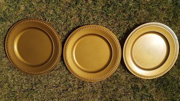 Plastic Fancy Antique Gold Plate Chargers For Sale In West Covina
