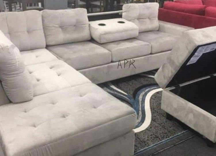 Heights Silver Reversible Sectional With Storage Ottoman