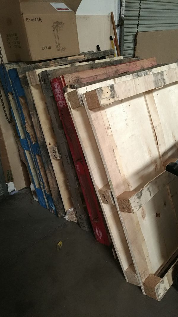 Free wood pallets for Sale in San Diego, CA - OfferUp