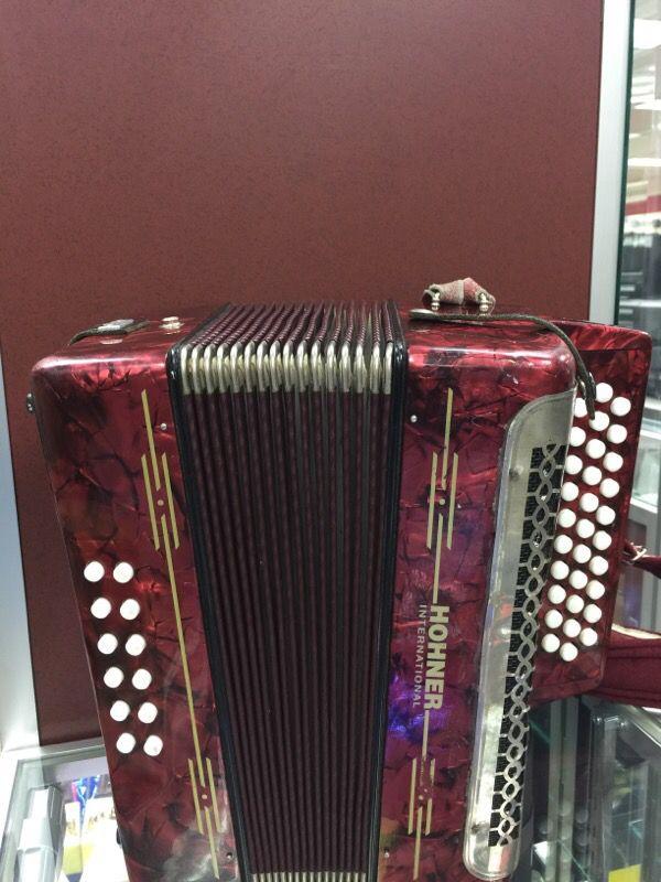 hohner international accordion for sale in houston tx offerup. Black Bedroom Furniture Sets. Home Design Ideas