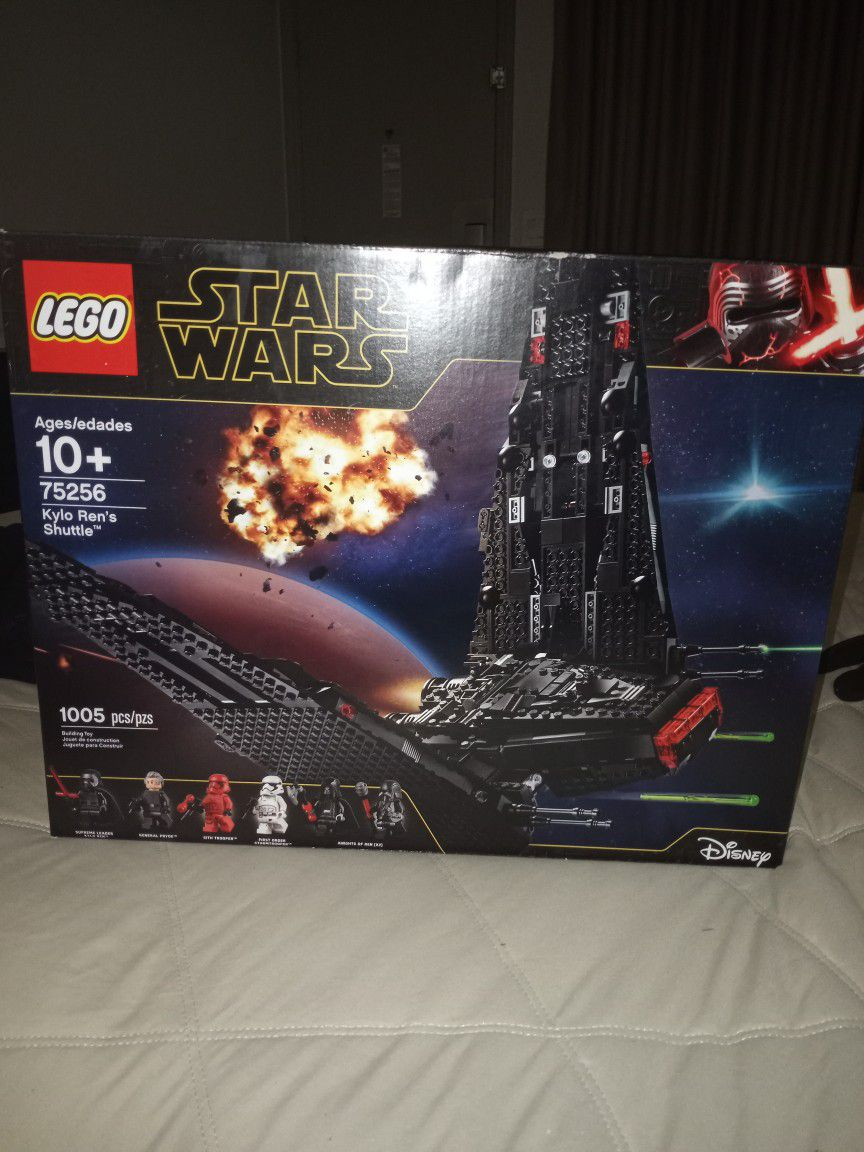 Legos Star Wars Number 752 5 6 Kylo Ren's Shuttle 1005 Pieces Brand New In Box Unopened $75 Retail Value 129 Dollars At Target