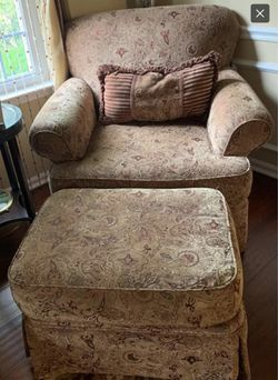 Hickory Hill Paisley Couch, Chair & Ottoman Thumbnail