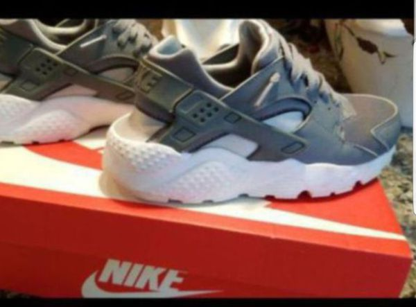 buy popular a1630 3b19a Nike Huarache Run - Size 5.5 Youth Ladies 6 (Clothing   Shoes) in  Simpsonville, SC - OfferUp