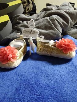 Brand-new w/ Tag.. Rising Star: Gold With Pink Flower Shoes. Size: 1' (3-6M) Thumbnail
