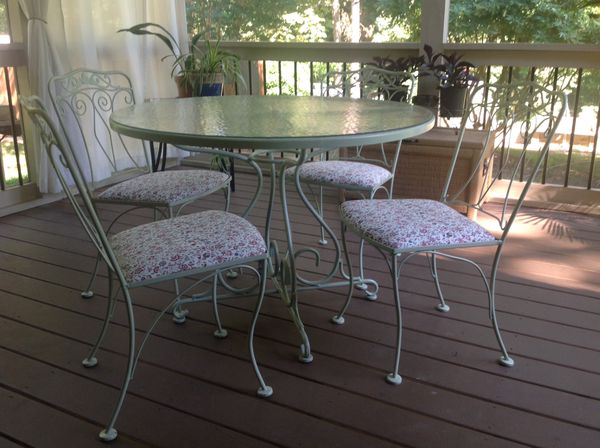 Vintage Lyon Shaw Five Piece Patio Table And Four Chairs