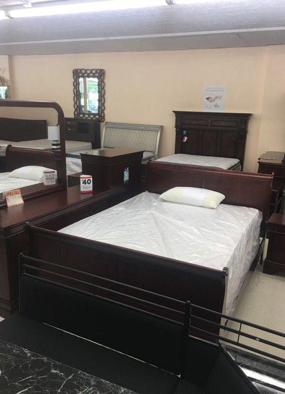 Queen bed dresser mirror chest night stand