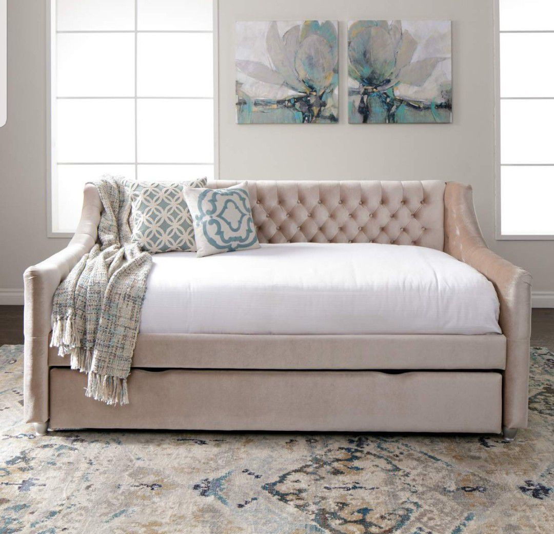 Vivvian 538 Champagne Full Daybed With Trundle Jerome S Furniture Vivian Champagne Full Day Bed With Trundle For Sale In Santa Monica Ca Offerup