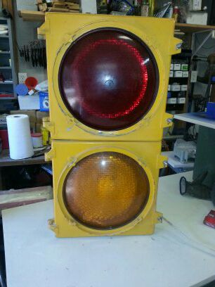 Traffic Light For Sale >> Red Yellow Traffic Light For Sale In Euless Tx Offerup