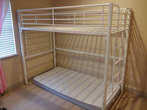 Photo Twin loft bed
