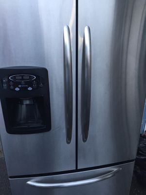 Maytag stainless steel frenchdoor refrigerator fridge FREE LOCAL DELIVERY!! for Sale in Algona, WA