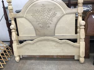 Photo Queen bed frame no rails