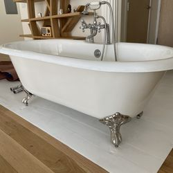 RESTORATION HARDWAREVINTAGE IMPERIAL CLAWFOOT TUB WITH CROSS-HANDLE TUB FILL - METAL FEET Thumbnail