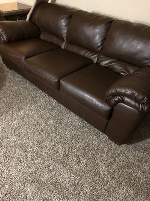 Brown leather sofa and loveseat for Sale in Gaithersburg, MD