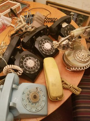 6 vintage telephone for Sale in Forest Heights, MD